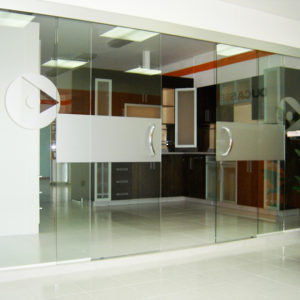TWIN OPPOSITE VD. Synchronized Bi-Parting System for Glass Doors
